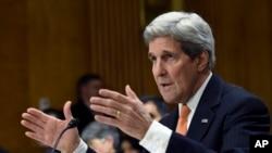 존 케리 미국 국무장관이 24일 미 상원 청문회에서 증언하고 있다.