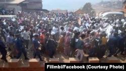 Des milliers des personnes ont manifesté pacifiquement pour exiger la tenue de l'élection présidentielle avant la fin de 2016 comme prévue dans la Constitution congolaise à Bukavu, province du Sud-Kivu, 23 juillet 2016. (Photo Filimbi/Facebook)