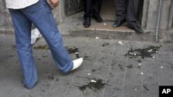 敘利亞抗議者星期四在大馬士革向美國大使福特投擲雞蛋