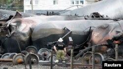 Xác chiếc xe lửa trong thị trấn Lac-Megantic sau tai nạn, 7/9/1013