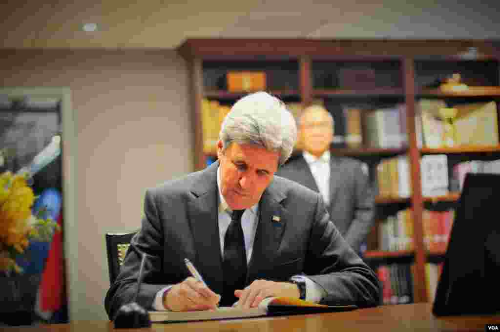 Secretary of State John Kerry signs the book of condolences for His Majesty King Bhumibol Adulyadej