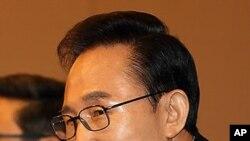 12일 한국신문방송편집인협회 초청 토론회에 참석한 이명박 대통령.