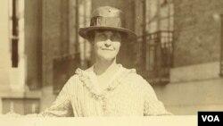 El movimiento comenzó con un grupo de activistas lideradas por Lucretia Mott y Elizabeth Cady Stanton, quienes en 1848 reclamaron públicamente que las mujeres merecían los mismos derechos que los hombres.