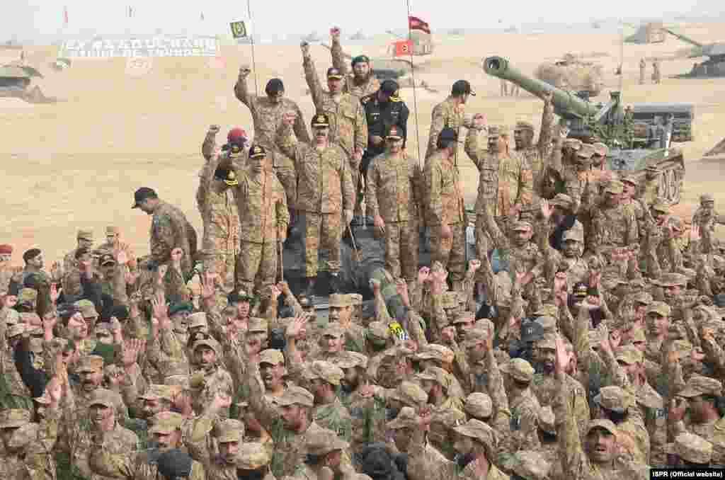 یہ مشقیں پاکستان کی بری اور فضائی افواج نے مشترکہ طور پر انجام دیں جس کے دوران بھرپور دفاعی صلاحیتوں کا مظاہرہ کیا گیا۔