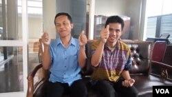 Wardi dan Anang Supriyadi, penyandang tunanetra yang tinggal di Badan Sosial Mardiwuto, Yogyakarta; pencinta sepakbola, mengapresiasi acara Dengar Bareng Piala Dunia. (Foto: Munarsih/RRI Yogyakarta)