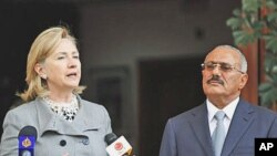 Yemeni President Ali Abdullah Saleh, right, listens to U.S. Secretary of State Hillary Rodham Clinton, as she speaks during a media conference in Sanaa, 11 Jan 2011