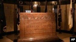 Grobnica Abrahama Lincolna na groblju Oak Ridge u Springfieldu, država Illinois.