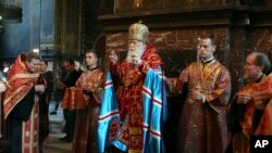 Патриарх Филарет, глава Украинской православной церкви Киевского патриархата во время службы во Владимирском кафедральном соборе. 11 октября 2018.
