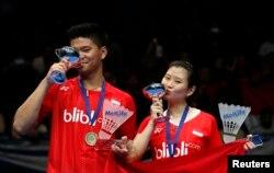 Debby Susanto (kana) dan Praveen Jordan merayakan kemenangan dalam laga ganda campuran turnamen All England di Birmingham, Inggris, 14 Maret 2016. (Foto: Reuters)