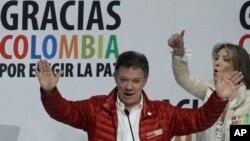 El presidente Juan Manuel Santos aparece al frente de las últimas encuestas en Colombia.
