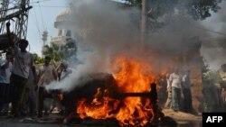 Пакистанские христиане после двух террористических взрывов протестуют у церкви Всех святых в Пешаваре. Пакистан. 22 сентября 2013 г.