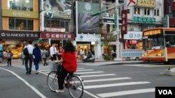 台灣租金較香港便宜而且有民主選舉的制度,去年移民台灣的港人急升兩倍(美國之音湯惠芸)