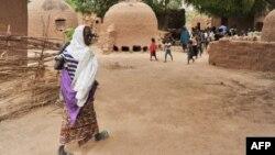 Habitants du village de Tibiri près de Dosso au Niger, le 28 mai 2012.