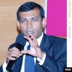 Presiden Mohamad Nasheed meminta maaf kepada pasangan Eropa yang dilecehkan.