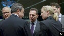 Ministri finansija evro-zone pred sastanak o daljim finansijskim merama za Grčku