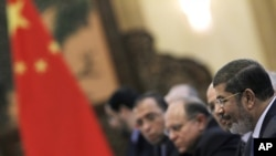 Egypt's President Mohammed Morsi speaks to his Chinese counterpart Hu Jintao (not shown) during their meeting at the Great Hall of the People in Beijing, China, August 28, 2012.