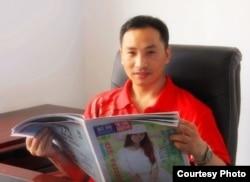黄金秋在报社工作的照片(黄金秋提供)