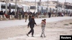 Harasta şəhərindən insanlar təxliyyə edilir.