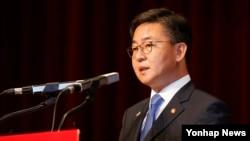 홍용표 한국 통일부 장관 (자료사진)
