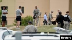 Las investigaciones continuaron el viernes en la base aérea Lackland en San Antonio, Texas.