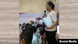 Cô Nguyễn Thị Thùy Dương phát biểu trong buổi tiếp xúc cử tri.