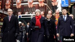 British Prime Minister Theresa May and her husband, Philip, visit Yu Yuan Garden in Shanghai, China, Feb. 2, 2018. May is in China to boost economic ties post Brexit.