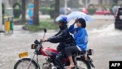 Ðường phố bị ngập vì bão Nesat trong tỉnh Hải Nam, Trung Quốc, ngày 29/9/2011