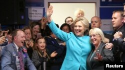 希拉里克林頓在西雅圖的競選辦公室里迎接支持者(2016年10月14日)