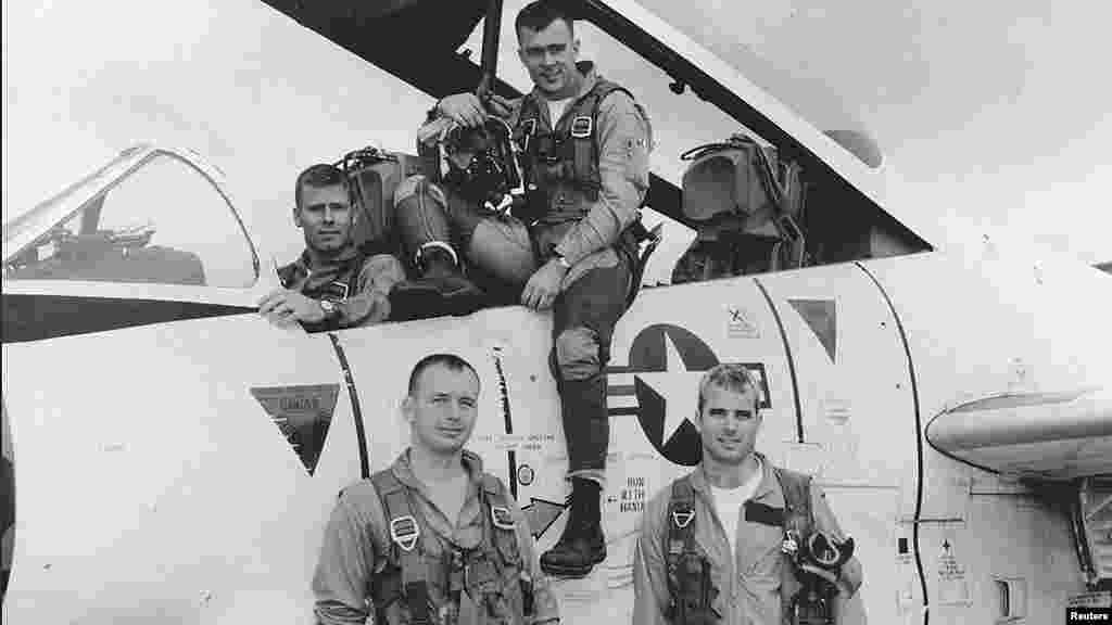 مککین در جنگ ویتنام به صفت پیلوت خدمت سربازی کرد