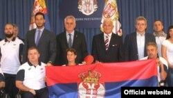 Srpski paraolimpijski tim, koji će predstavljati zemlju na Igrama u Rio de Žaneiru, dobio je zastavu od predsednika Tomislava Nikolića. (Foto FONET)