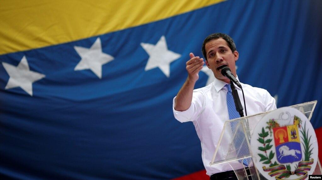 El presidente interino de Venezuela, Juan Guaidó, habla a sus partidarios en Caracas, septiembre 30 de 2019. Reuters.