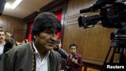 Al exmandatario Evo Morales también se le acusa de financiamiento del terrorismo, según la orden de captura que difundió la policía.