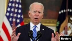 美国总统拜登2021年7月19日在白宫就美国经济发表讲话时被问及有关中国利用黑客发动网络攻击的事情。
