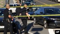 Cảnh sát chặn đường vào trường học sau khi nhận được tin đe dọa khủng bố.