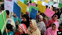 په پاکستان کې وخت په وخت په مېرمنو د تشدد او زور زیاتې خلاف احتجاجونه کېږي