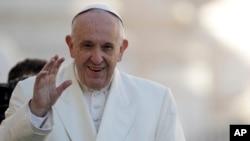 El papa Francisco dice que el mundo debe condenar el uso de armas nucleares y su propia posesión.