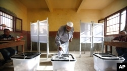 An Egyptian man cast his vote inside a polling station in Old Cairo, Egypt, May 23, 2012.