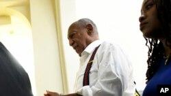 Bill Cosby menotté après avoir été condamné pour agression sexuelle, à Norristown, Pennsylvanie, 25 septembre 2018.