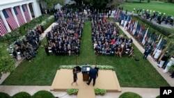 Beyaz Saray bahçesinde geçen Cumartesi düzenlenen törene katılan 6 kişinin Corona testi pozitif çıktı