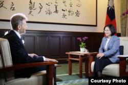 蔡英文總統接受華爾街日報專訪 (台灣總統府提供)