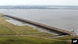 U Louisiani otvorene ogromne poplavne brane na Mississippiju