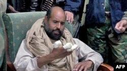 Liviya sobiq rahbari Muammar Qaddafiyning o'g'li Sayful Islom qo'lga olingandan so'ng. Zintan shahri, 22-noyabr, 2011-yil.