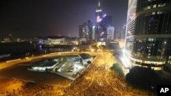 9月8日香港政府外面示威者连夜集会
