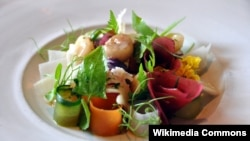 Marrow with pickled vegetables, a New Nordic dish served at a restaurant in Denmark. (WikiCommons/CycloneBill)