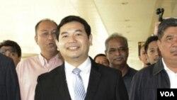 ຮອງປະທານພັກຍຸຕິທຳປະຊາຊົນ ທ່ານ Rafizi Ramli ເດີນທາງໄປເຖິງສານ ທີ່ນະຄອນ Kuala Lumpur ປະເທດ Malaysia.