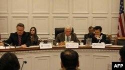 Từ trái: Dân biểu Chris Smith, Frank Wolf và Joseph Cao tại cuộc điều trần của Ủy hội Nhân quyền Tom Lantos của Quốc hội Mỹ, ngày 18/8/2010