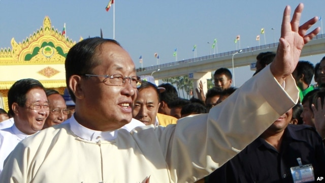 Burmese Vice President Tin Aung Myint Oo waves to residents during the inauguration ceremony of the Ayeyarwaddy Bridge in Pokokku, central Burma, December 31. 2011.