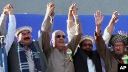 حافظ سعید په پاکستان کې ازاد گرځي او خپل فعالیتونو ترسره کوي. د هغه گوند د امریکا ضد مذهبي گوندونو اتحاد دفاع پاکستان کونسل کې شامل دی