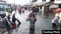 Banjir akibat hujan deras dan tanggul jebol di dekat Pelabuhan Semarang, Rabu, 23 Mei 2018. (Foto: BPBD Kota Semarang)