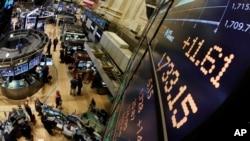 Thị trường chứng khoán Wall Street. Các số liệu mới về tăng trưởng đã đẩy giá chứng khoán lên cao hơn